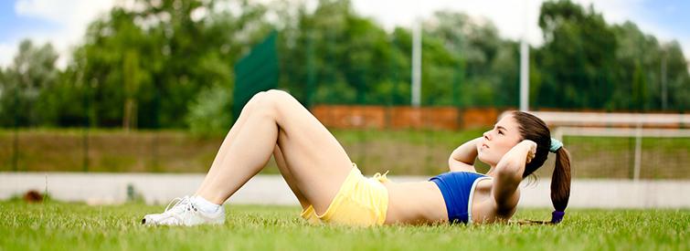 Regelmaessiges Bauchmuskeltraining unterstuetzt
