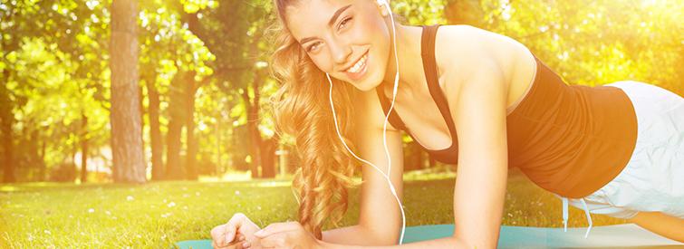 Sport hilft die Haut zu kraeftigen und zu straffen
