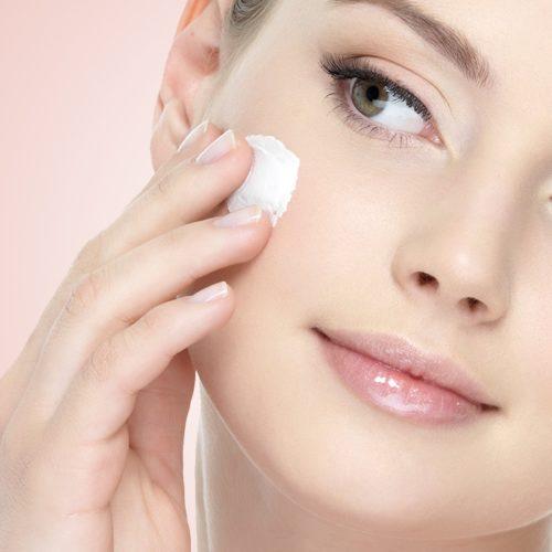 Verwöhnen Sie ihre Haut mit viel Feuchtigkeit.