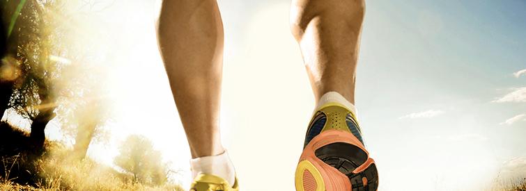 Rasierte Männerwaden beim Laufsport
