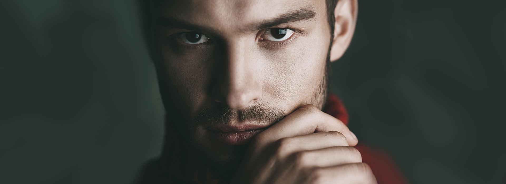 Gerade bei Kälte kann Männerhaut schnell rau, trocken und spröde werden.