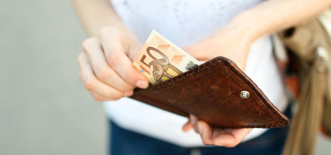 Setzt dein Portmonnaie dir ein Limit, kannst du nicht mehr einkaufen als du brauchst.