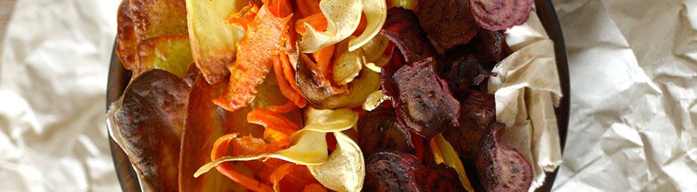 Die kleine Knabberei für zwischendurch: der kalorienarme und supergesunde Büro-Snack Gemüsechips!