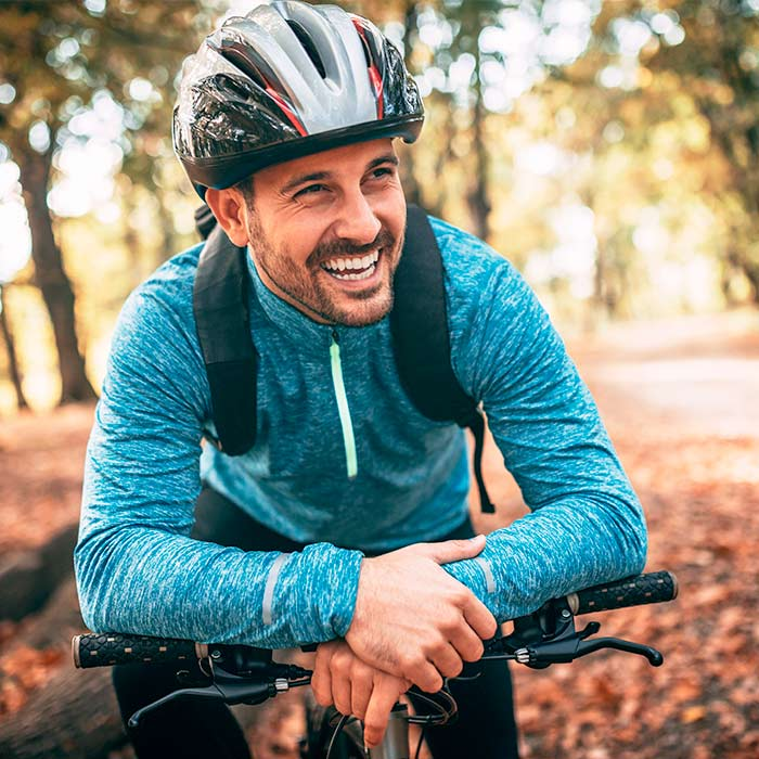 Wer regelmäßig in die Pedale tritt, der stärkt die Pumpfunktion seines Herzens, kräftigt seine Muskeln sowie die Lunge und baut wie nebenbei überschüssige Fettpölsterchen ab.
