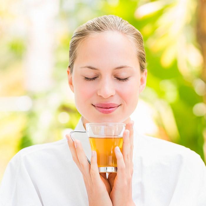 Teetotalismus ist die Praxis oder Förderung der vollständigen persönlichen Abstinenz von alkoholischen Getränken.