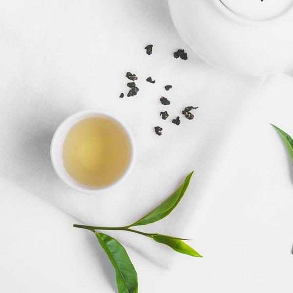 Grüner Tee in der Tasse.