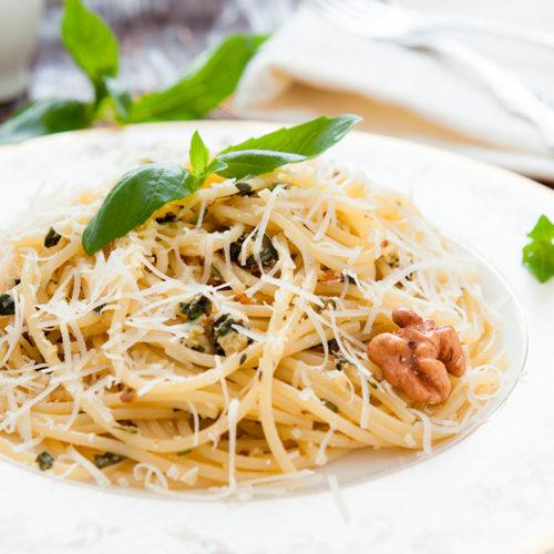 Spaghetti mit Salbei & Walnuss