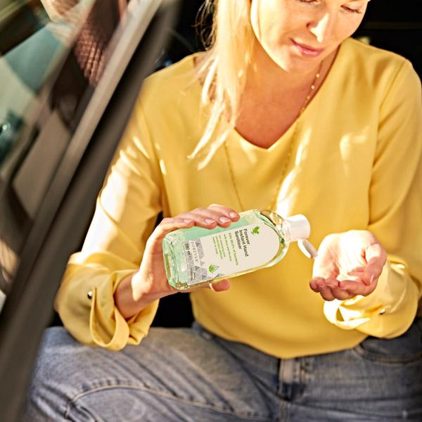 Der Hand Sanitizer ist auch immer im Auto mit dabei.