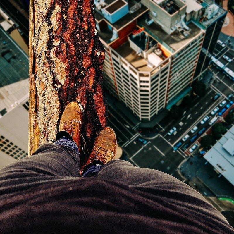 Balanceakt über der Stadt